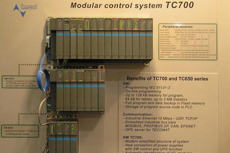 Tecomat TC700 PLC különböző összeállításokban